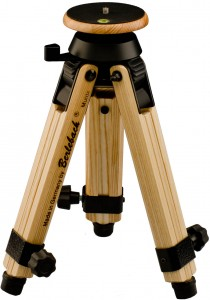 Mini-tripod with levelling